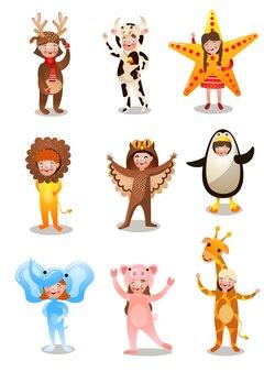 Set di bambini carini felici in costume di diverse vacanze