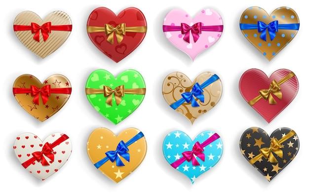Set di scatole regalo colorate a forma di cuore con nastri, fiocchi e vari motivi