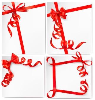 Set di sfondo vacanza con fiocco regalo rosso con nastri rossi.