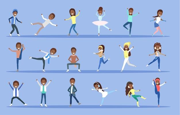 Insieme della gente afroamericana di pattinaggio su ghiaccio in pose diverse. attività invernale e sport professionistico. illustrazione vettoriale piatto