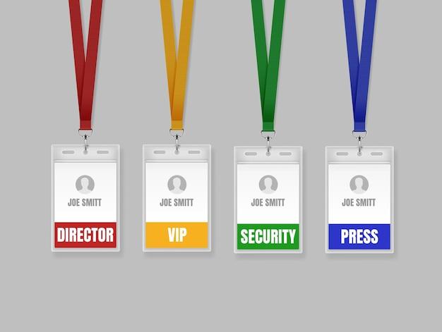 Set di carte d'identità su cordini rossi, gialli, verdi e blu. illustrazione dei modelli di badge per il titolare del cartellino del nome per direttore, stampa, vip e sicurezza su sfondo grigio