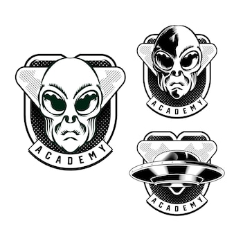 Imposta l'illustrazione della testa dell'emblema del distintivo alieno per l'elemento vettoriale del design del distintivo del logo