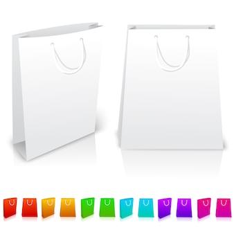 Set di sacchetti di carta isolati su sfondo bianco