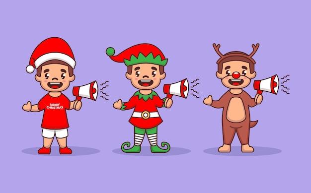 Set di bambini con costume di natale che tiene il megafono