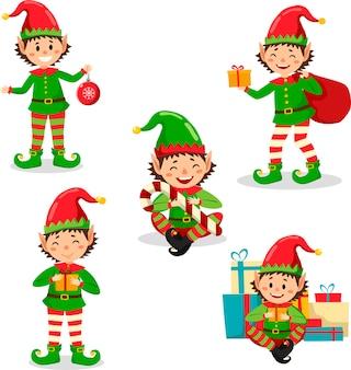 Set di piccoli folletti con pallina rossa, regali e caramelle. vettore isolato.