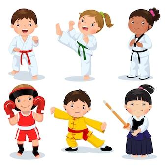 Set di bambini di arti marziali isolati su bianco