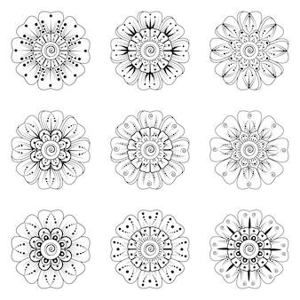 Set di ornamento floreale mehndi nella pagina del libro da colorare in stile etnico orientale