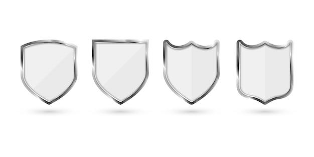 Set di scudo in metallo isolato su sfondo bianco