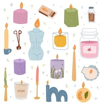 Set di moderne candele accese con candelieri e in barattoli o tazze illustrazione di cartone animato disegnato a mano