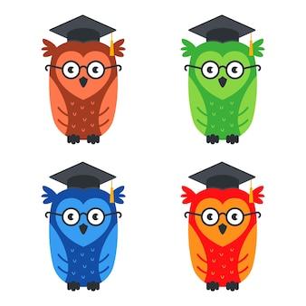 Set di gufi intelligenti multicolori con gli occhiali. illustrazione piatta isolato su bianco.