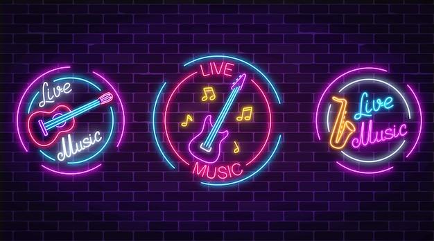 Insieme di simboli di musica dal vivo al neon con cornici di cerchio. tre segni di musica dal vivo con chitarra, sassofono, note.