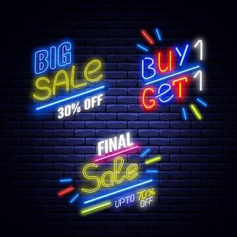 Set di banner di vendita al neon sul muro di mattoni.