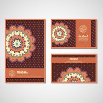 Set di carte ornamentali, flyer con mandala di fiori colorati. elementi decorativi vintage. motivo indiano, asiatico, arabo, islamico, ottomano.
