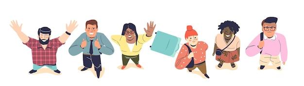 Insieme di persone che guardano in alto e sorridono, giovani adulti moderni donne e uomini sorridenti felici, vista dall'alto: cartoni animati di hipster, studenti e uomini d'affari. illustrazione vettoriale piatta