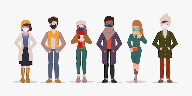 Insieme di persone che indossano abiti invernali e collezione di maschere per il viso.