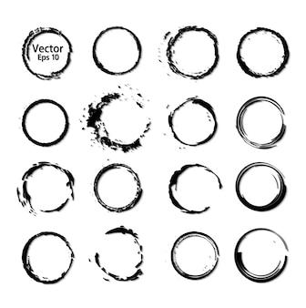 Set di anelli circolari di pennelli neri con inchiostro elaborato.