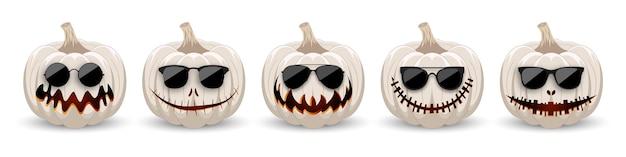 Set di zucche in occhiali da sole neri su sfondo biancozucche bianche hipster con sorriso