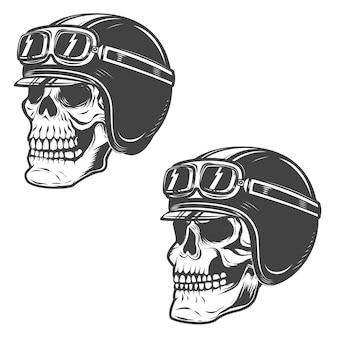 Set di teschi racer su sfondo bianco. elementi per, etichetta, emblema, poster, t-shirt. illustrazione.