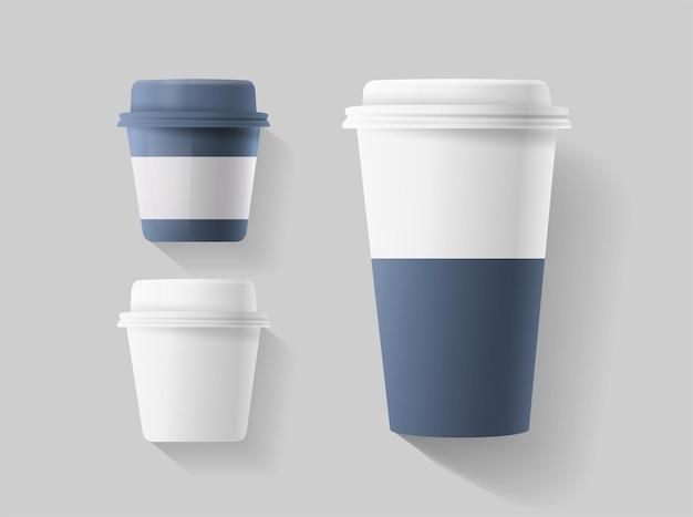 Set di bicchieri di carta in bianco realistici. tazzina da caffè di piccole e grandi dimensioni.