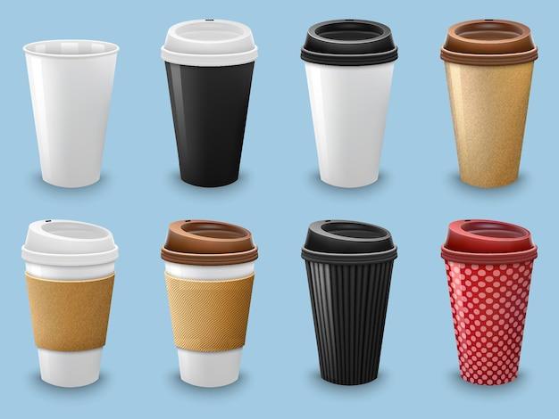 Set di tazze da caffè realistiche con coperchio e modello di supporto