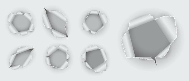 Set di fori realistici strappati nella carta isolati o vari fori strappati in carta bianca strappata o buco