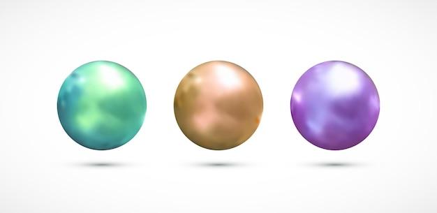 Set di perle realistiche isolate su sfondo bianco.