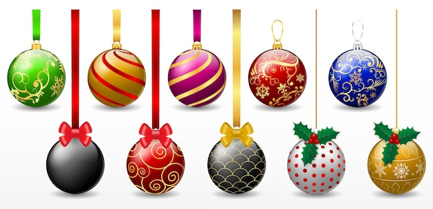 Set di realistiche palline di natale rosse appese isolate o di vari colori decorativi di palline di natale