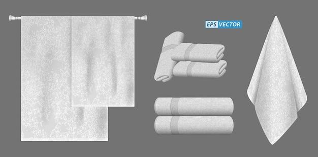 Set di asciugamani bianchi realistici isolati o impilati per l'ospedale di un hotel di lusso o un asciugamano profumato