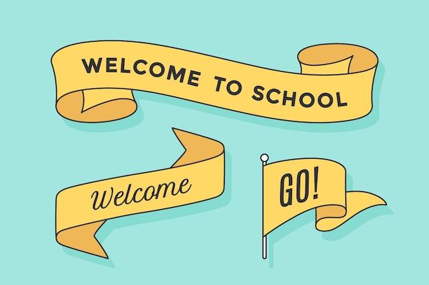 Set di banner a nastro e bandiera con scritta welcome to school, go and welcome. elemento di design disegnato a mano retrò per banner, pubblicità, poster su sfondo colorato.
