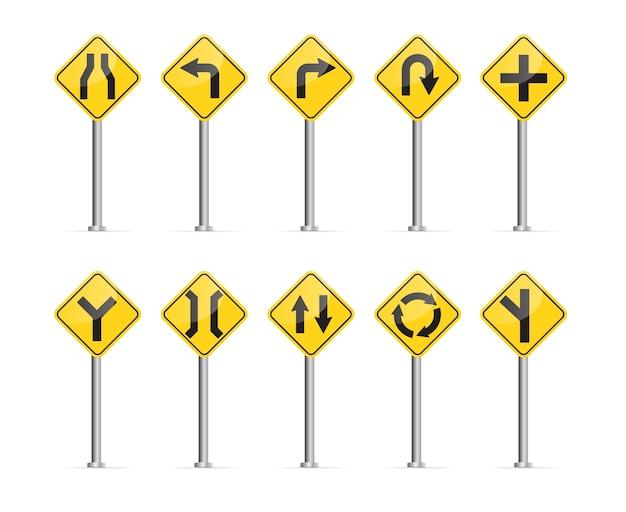 Serie di segnali stradali isolati su sfondo bianco.