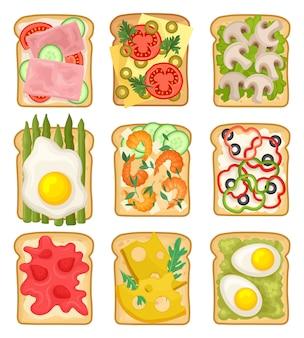Set di panini con ingredienti diversi. fette di pane tostato con prosciutto, fragola, verdure, uova fritte e bollite