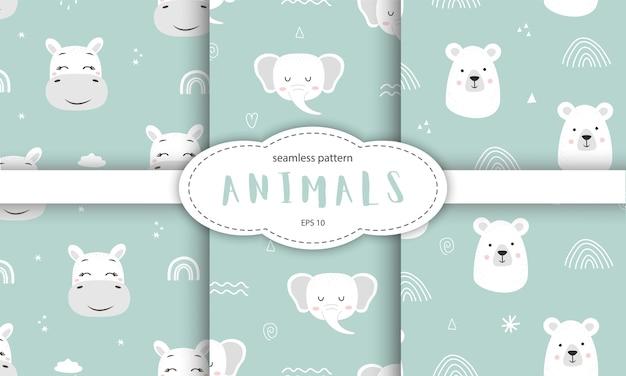 Insieme di modelli senza cuciture con simpatici animali sorridenti su sfondo blu.