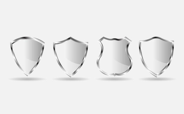 Set di badge scudo in metallo argento isolato su sfondo bianco