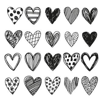 Set di cuori disegnati a mano di vettore semplice in stile doodle