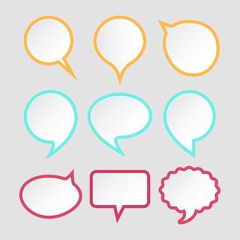 Insieme di bolle di discorso. progettazione di adesivi di carta colorata per il testo