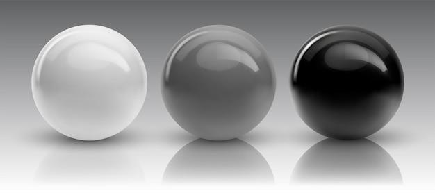 Set di sfere e palline su bianco con un'ombra.