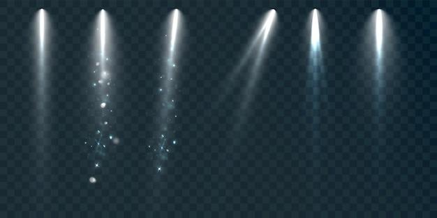 Set di faretti su uno sfondo nero con fumo e scintille illustrazione vettoriale