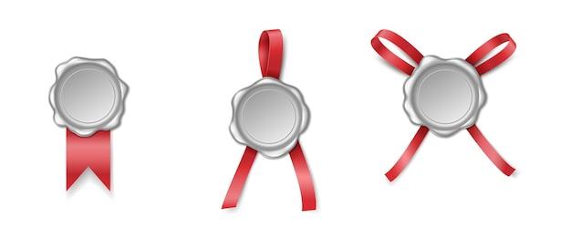 Set di timbro o sigillo di cera con nastro isolato su sfondo bianco. simbolo del timbro di qualità certificato d'argento. 3d vecchio elemento decorativo medievale realistico. illustrazione vettoriale