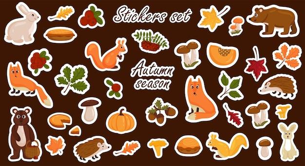 Set di adesivi di elementi autunnali, animali, funghi, foglie autunnali colorate luminose. stile del fumetto di vettore. isolato su uno sfondo bianco.