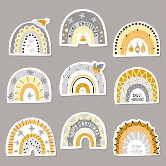 Set di adesivi con arcobaleni di natale. illustrazione vettoriale per biglietti di auguri, inviti di natale e scrapbooking
