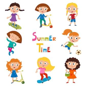 Set di bambini estivi che fanno illustrazione di attività all'aperto