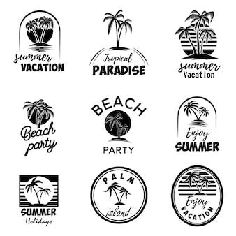 Set di emblemi estivi con palme. per emblema, segno, logo, etichetta, distintivo. immagine