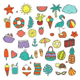 Set di icone di cibo estivo, bevande, foglie di palma, frutta e fenicotteri.