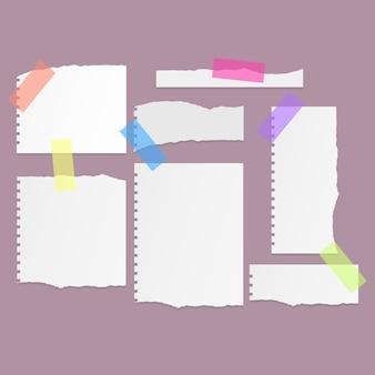 Set di fogli di carta strappati strappati di carta per notebook di colore bianco su sfondo arancione