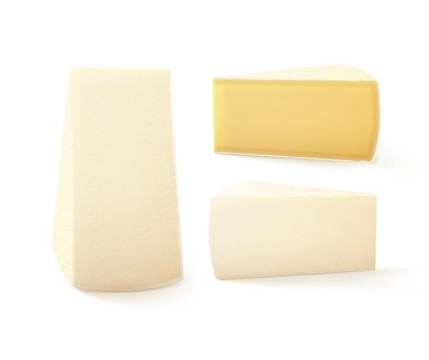 Set di pezzi triangolari di formaggio bri close up isolati su sfondo bianco