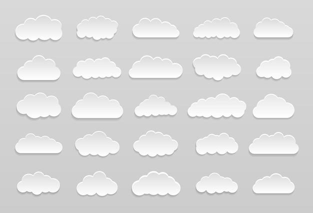 Set di nuvole di cartone animato vettoriale su sfondo blu. set di cielo blu.