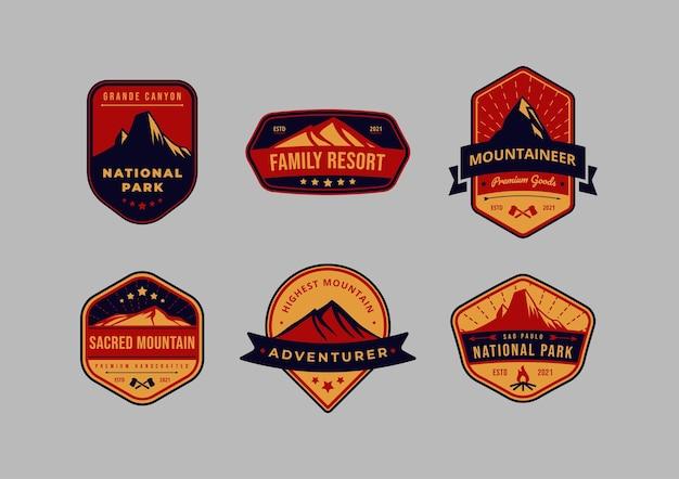 Set di logo distintivo dell'emblema di montagna e avventura vintage