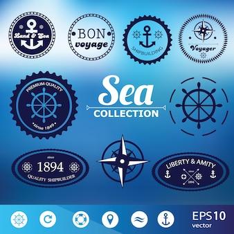 Set di distintivi nautici retrò vintage, etichette e icone su sfondo sfocato - vettore