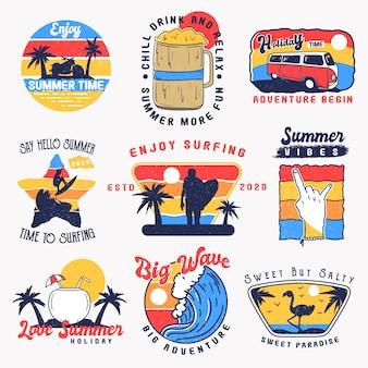Set di distintivi estivi vintage, etichette, emblema e logo