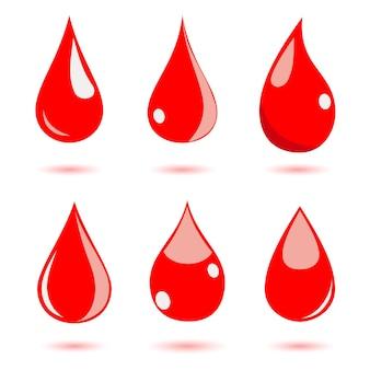 Set di gocce d'acqua nei colori rossi. piatto